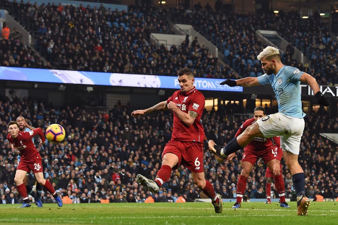 Tuan rumah akhirnya berhasil keunggulan lebih dulu lewat tendangan Sergio Aguero dari sudut sempit setelah menerima umpan dari Bernardo Silva pada menit ke-40. City satu, Liverpool nol.