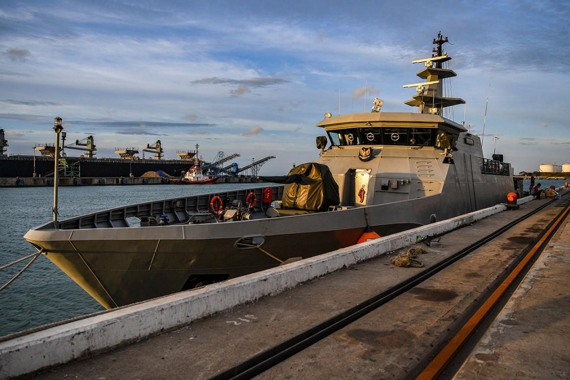 Misi yang dipimpin Mayor Laut Agus Daryanto itu dilakukan bersama 36 kru dengan tujuan awal Pelabuhan Bakauheni. Setelah dua jam perjalanan, kapal yang memiliki panjang 45,5 meter dan lebar 7,9 meter itu akhirnya tiba di Lampung.