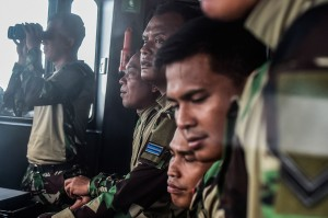 Setelah semua logistik dan bantuan dipastikan terangkut, perjalanan kembali dilanjutkan menuju Pulau Sebuku. Di tengah perjalanan, KRI Torani 860 yang dibekali kemampuan navigasi yang mumpuni itu melakukan tugas pertama yaitu memantau erupsi Gunung Anak Krakatau.