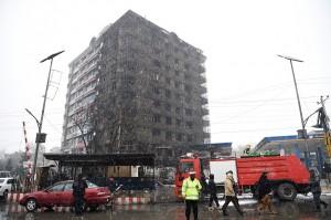 Kebakaran di SPBU di wilayah Makroyan tersebut cepat menyebar ke apartemen di dekatnya setelah truk tanki berisi bensin tersebut turut terbakar.