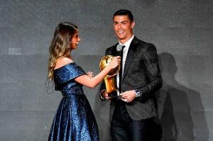 Selain gelar Pemain Terbaik Dunia, Ronaldo juga menyabet gelar Fans' Award atau pemain terbaik pilihan penggemar.