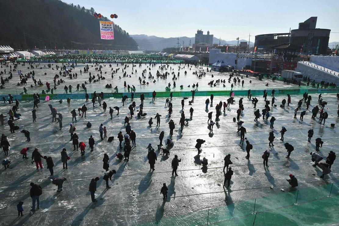 Panitia menargetkan festival selama tiga minggu tersebut menarik hingga satu juta orang untuk berkunjung.