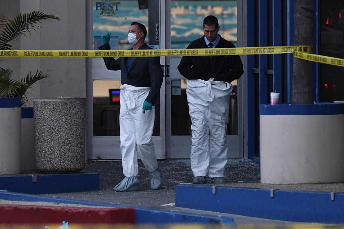 Polisi investigasi penembakan di arena bowling Gable House Bowl.