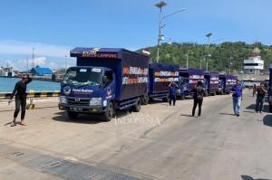 DPW Partai NasDem Jawa Timur memberangkatkan 38 Truk bantuan sembako yang diterima dari Warga Jatim untuk Korban Tsunami Lampung dan Banten.
