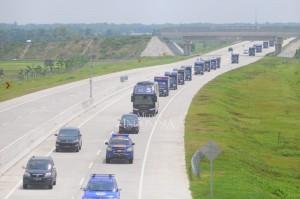 Pemilihan jalur tol ini karena di era pemerintahan Presiden Jokowi ini sudah tersambung jalan tol dari Surabaya hingga Jakarta. Rombongan konvoi ini dipimpin Ketua DPW NasDem Jatim beserta jajarannya dan beberapa ketua DPD.