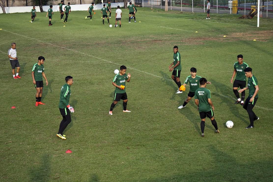 Namun, lima pemain berhalangan hadir karena diantaranya masih membela klub tempat mereka bermain di luar negeri.