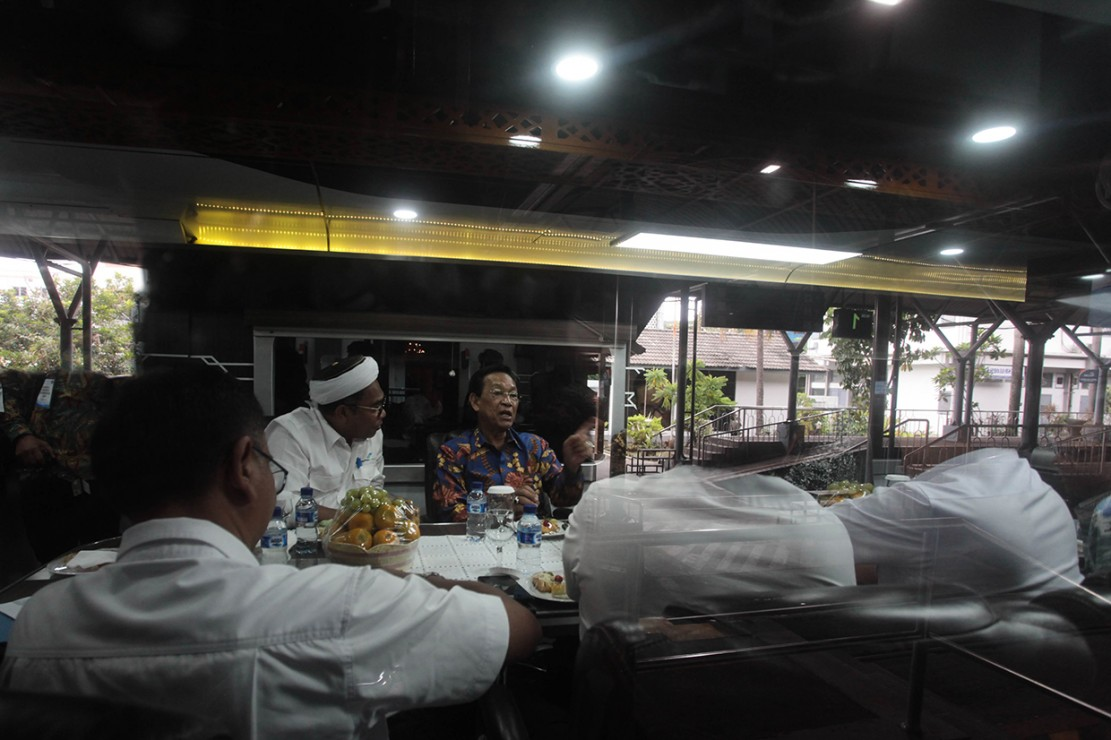 Berangkat dari Stasiun Tugu Kota Yogyakarta, Sri Sultan sebelumnya juga sempat meninjau beberapa fasilitas dan kelengkapan yang ada di stasiun tersebut.