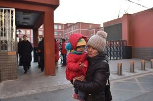 Seorang pria bersenjata pisau menyerang murid-murid di sebuah sekolah dasar (SD) di Beijing.