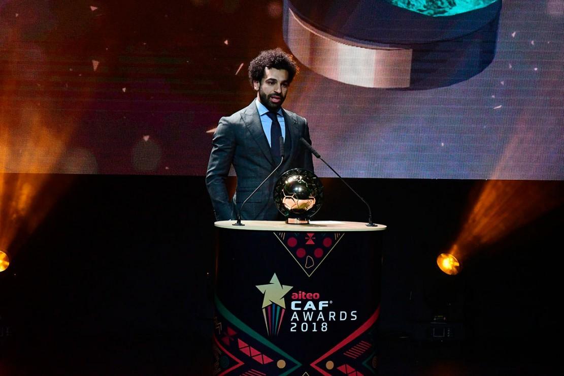 Mo Salah, 26, meraih gelar Pemain Terbaik Afrika setelah mengalahkan rekan setimnya di Liverpool Sadio Mane (Senegal) dan striker Arsenal asal Gabon Pierre-Emerick Aubameyang.