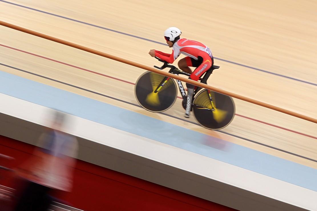 Fadli berhasil meraih medali emas dengan catatan waktu (setelah difaktorkan) empat menit 56,965 detik menyingkirkan pembalap sepeda Iran Mahdi Mohammadi dengan catatan waktu lima menit 23,920 detik. Antara Foto/ATCOC/Nick Hano