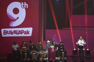Dalam kesempatan itu, Jokowi berbicara tentang potensi usaha kecil menengah untuk masuk ke industri e-commerce yang sedang berkembang.