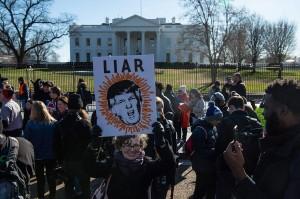 Unjuk rasa itu digelar pada hari ke-20 penutupan sebagian pemerintah terkait tuntutan Presiden Donald Trump untuk pendanaan pembangunan dinding perbatasan dengan Meksiko.