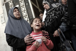 Keluarga dan kerabat berduka atas meninggalnya Amal Mustafa Taramsi.