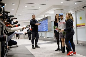 Menteri Luar Negeri Kanada Chrystia Freeland memperkenalkan remaja itu sebagai 'orang Kanada baru yang sangat berani'. Dia mengatakan Rahaf lelah dari cobaan dan perjalanan panjangnya.