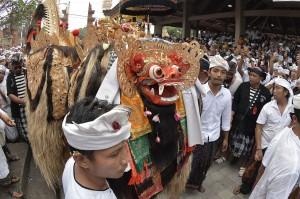 Ngerebong dalam bahasa Desa Kesiman, Denpasar, berarti berkumpul, yakni berkumpulnya para dewa. Ngerebong merupakan tradisi yang digelar oleh umat Hindu di Pura Pangrebongan. Tradisi ini biasanya dilakukan setiap enam bulan dalam penanggalan kalender Bali yakni pada hari Minggu atau Redite Pon wuku Medangsia.