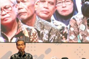 Presiden Jokowi saat menghadiri acara itu mengatakan banyak ASN yang merasa khawatir saat memasuki usia pensiun.