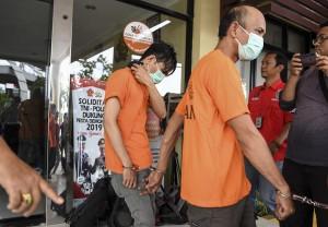 Aris ditangkap saat nyabu bersama empat temannya yang berinisial YSP, AS, AY, dan AM.