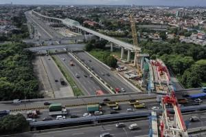 Pengerjaan proyek LRT Jabodebek tahap I rute Cawang-Cibubur, Cawang-Bekasi Timur dan Cawang-Kuningan-Dukuh Atas dengan panjang lintasan 44,43 kilometer itu secara keseluruhan telah mencapai 56,41 persen.