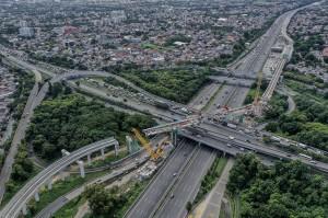 Pembangunan terus dikebut karena pada Juni 2019, uji coba kereta pertama akan mulai dilakukan.