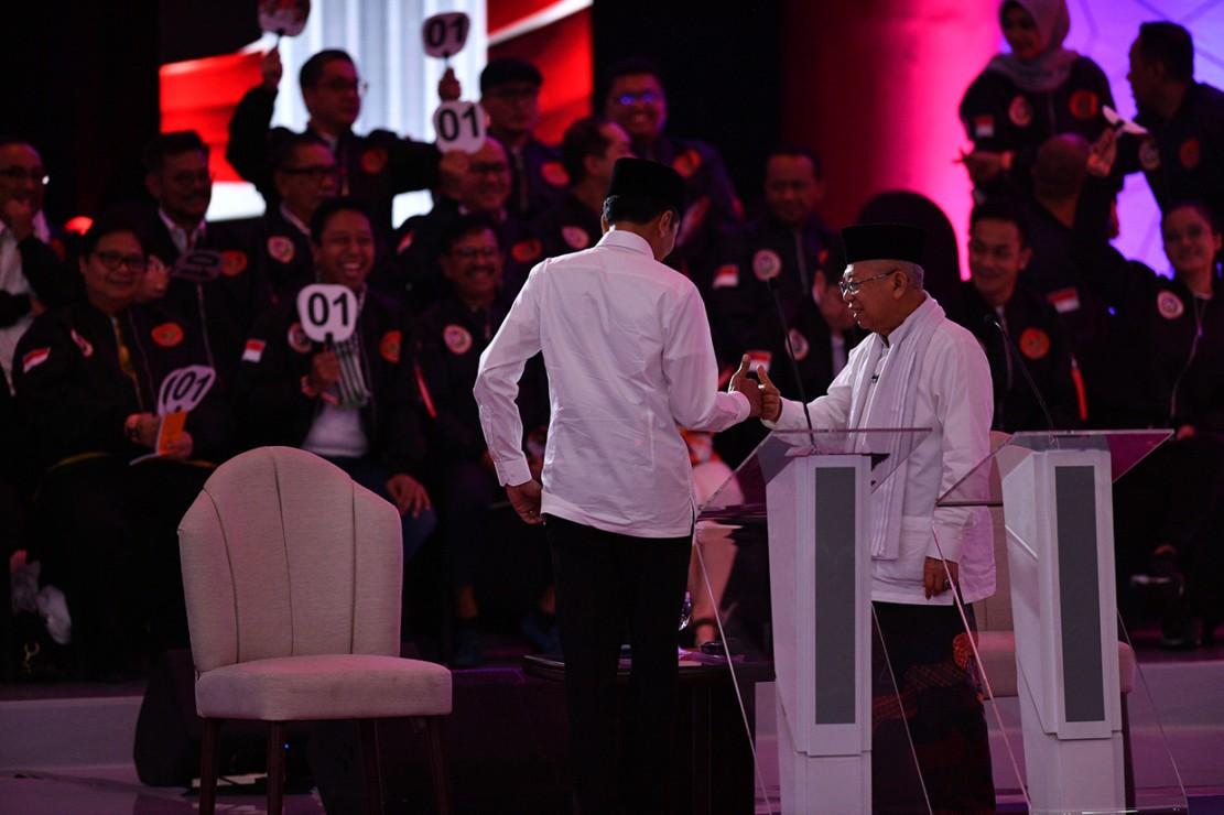 Debat capres-cawapres edisi pertama hari ini tanggal 17 Januari 2019 yang membahas tema hukum, HAM, korupsi, dan terorisme berlangsung lancar. Banyak juga momen menarik yang ditemui selama jalannya debat tersebut.