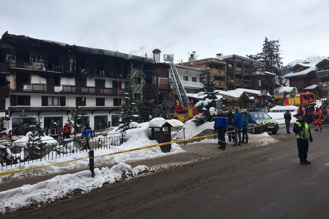 Penyebab kebakaran belum diketahui secara langsung, tetapi sekitar 70 petugas pemadam kebakaran berhasil mengendalikannya saat istirahat siang.