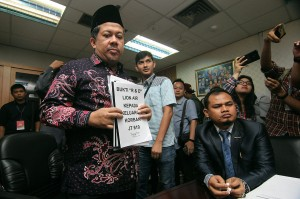 Fahri Hamzah menyatakan akan menindaklanjuti aduan keluarga korban Lion Air PK-LQP tersebut dan akan mengirim surat kepada Presiden Jokowi agar ada kejelasan terhadap nasib mereka. Antara Foto/Dhemas Reviyanto