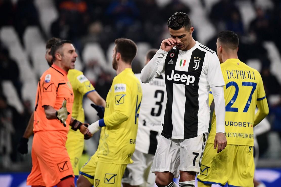 CR7 kecewa setelah gagal mengeksekusi penalti.