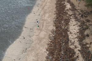 Panjang pantai yang ditutup sekitar 5 kilometer, meliputi pesisir Kuta hingga Seminyak. Sementara itu, petugas masih terus bersiaga untuk memantau kegiatan wisatawan dan para peselancar.