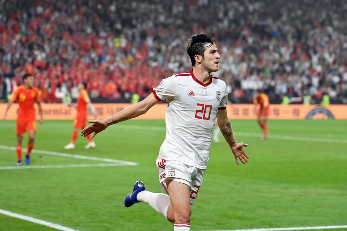 Kemenangan telak Iran atas Tiongkok tak lepas dari penampilan gemilang Sardar Azmoun.  Penyerang 24 tahun itu tampil luar biasa dengan memberikan umpan untuk gol pertama Iran yang dicetak oleh Mehdi Taremi dan mencetak satu gol dalam laga yang digelar di Stadion Mohammed bin Zayed tersebut.