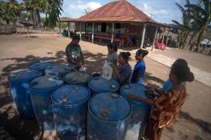 Harga BBM di pulau tersebut bisa mencapai kisaran Rp 100.000 per liter. Selain mahal, warga pun dijatah 1,5 liter seukuran botol air mineral. Mahal, dijatah, dan mendapatkannya pun masih butuh perjuangan.