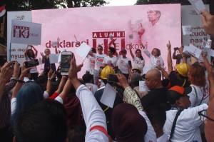 Alumni Institut Kesenian Jakarta (IKJ) mengikuti acara deklarasi mendukung Capres dan Cawapres nomor urut 01 Joko Widodo-Ma'ruf Amin di Rumah Aspirasi Rakyat #01, Jakarta. Antara Foto/Dodo Karundeng
