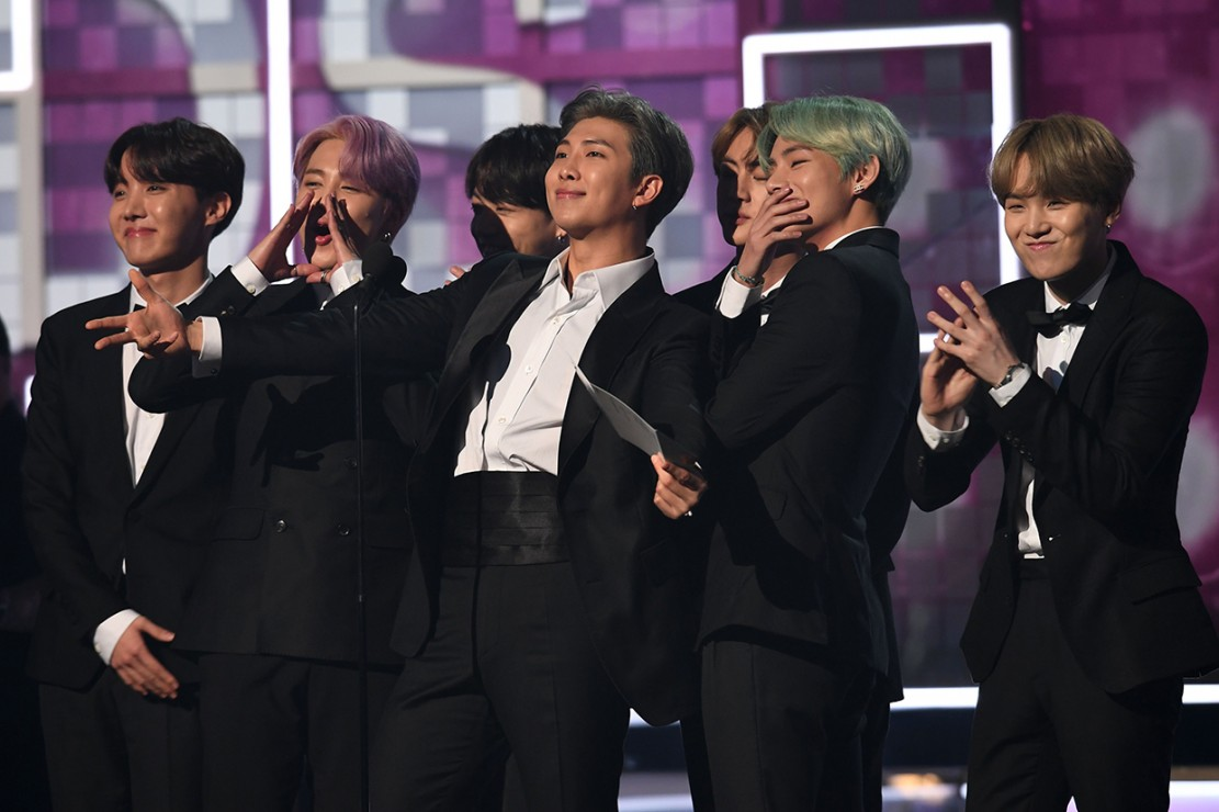 Penampilan BTS saat membacakan nominasi di panggung di Grammy Awards 2019. Afp Photo/Robyn Beck