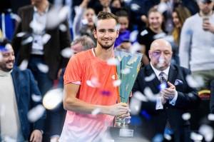 Petenis Rusia Daniil Medvedev berhasil menjadi juara Sofia Open 2019, setelah mengalahkan petenis Hongaria, Marton Fucsovics, dengan skor 6-4, 6-3.