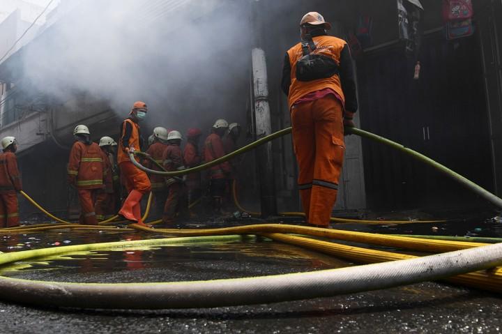 Kebakaran Hanguskan Gudang Kembang Api Asemka