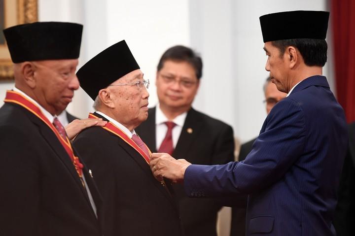 Jokowi Anugerahi Tanda Kehormatan ke 29 Tokoh
