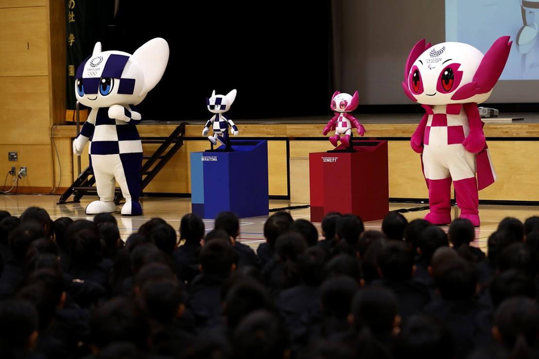 Maskot Olimpiade 2020 Hibur Anak-anak di Tokyo - Medcom.id