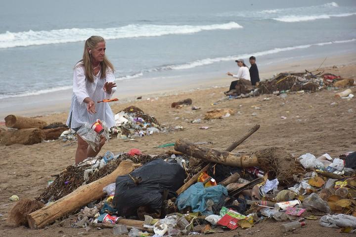Ancaman Sampah Plastik di Pulau Dewata