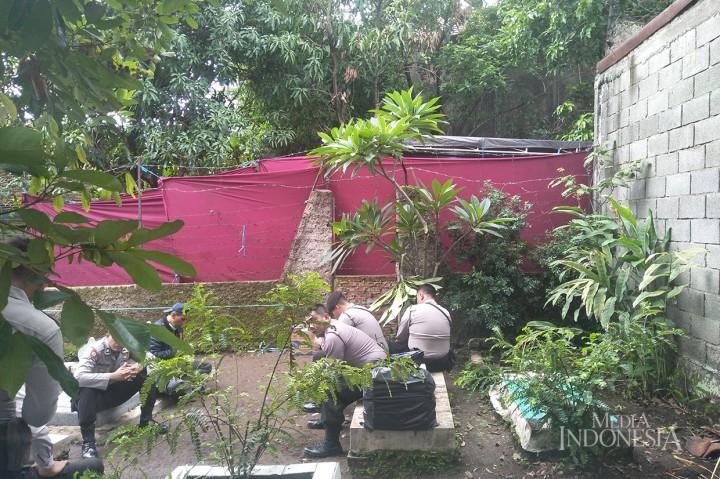 Polisi Bongkar Makam Mantan Istri Sule untuk Autopsi