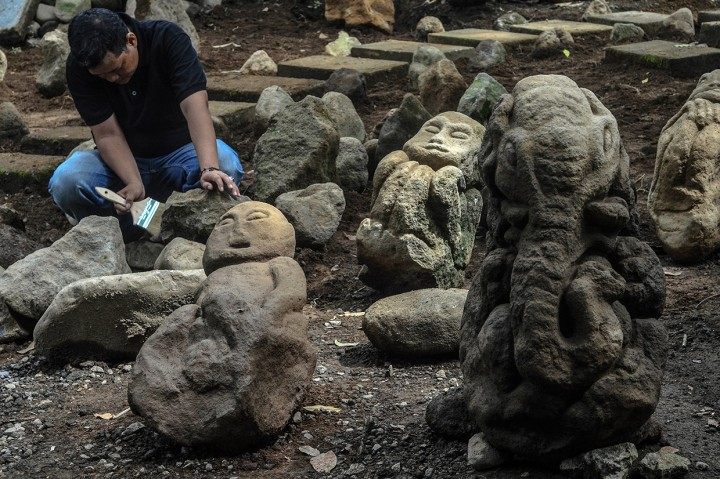 Puluhan Patung Batu Kuno Ditemukan di Linggawangi Tasikmalaya