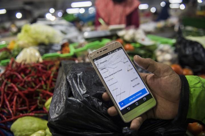 Belanja Daring di Pasar Kosambi Bandung