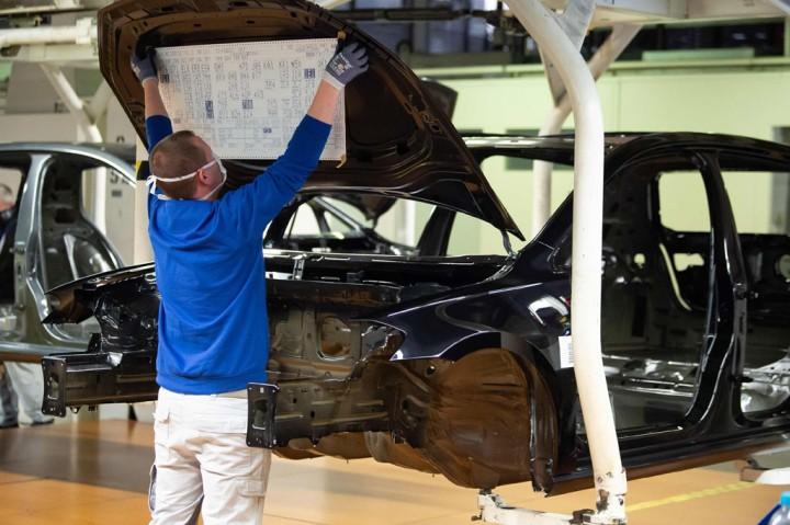 Pabrik VW di Wolfsburg Beroperasi Kembali