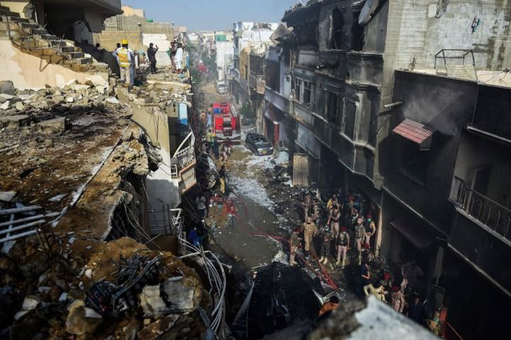 97 Tewas, 2 Selamat akibat Kecelakaan Pesawat di Pakistan