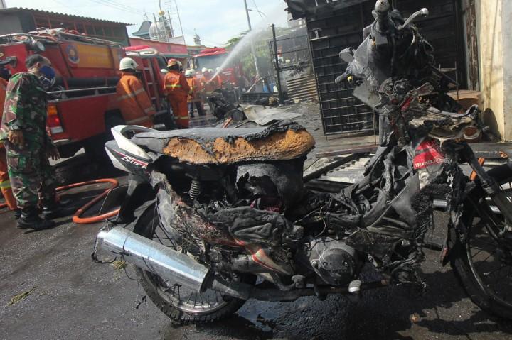 Kios Bensin di Surabaya Terbakar, Ayah dan Anak Terluka