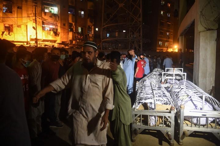 Korban Tewas akibat Bangunan Ambruk di Pakistan Dimakamkan