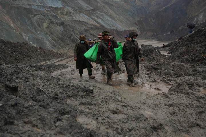 Sulitnya Proses Evakuasi Korban Tewas Longsor Tambang Giok