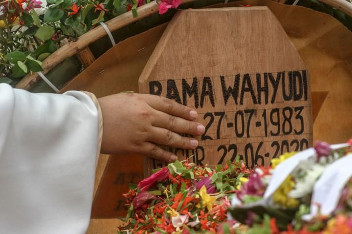 Pelda Anumerta Rama Wahyudi Dimakamkan