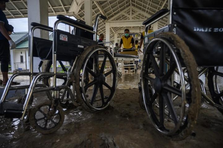 Banjir Lumpur Genangi RSUD Torabelo di Sigi