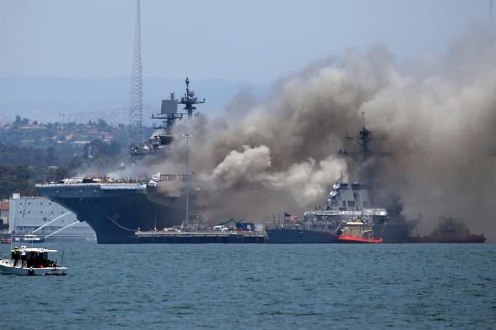 Kapal Perang AS Terbakar, Puluhan Orang Cedera
