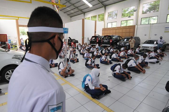 Hari Pertama Masuk Sekolah di Berbagai Daerah