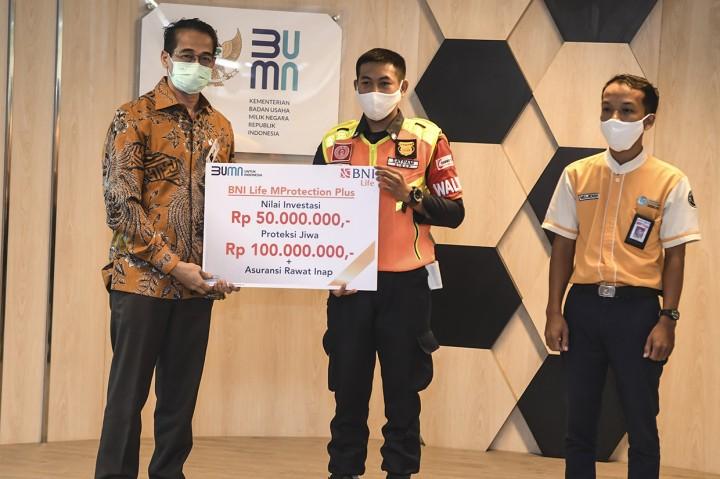 Petugas KRL Penemu Uang Rp500 Juta Banjir Hadiah